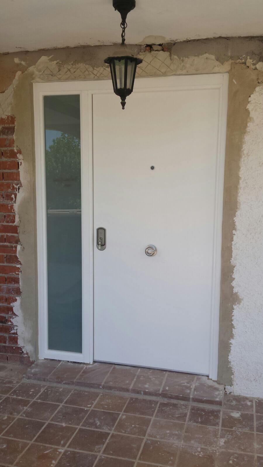 Instalaci n de puertas blindadas y de interior baratas en for Puertas blindadas